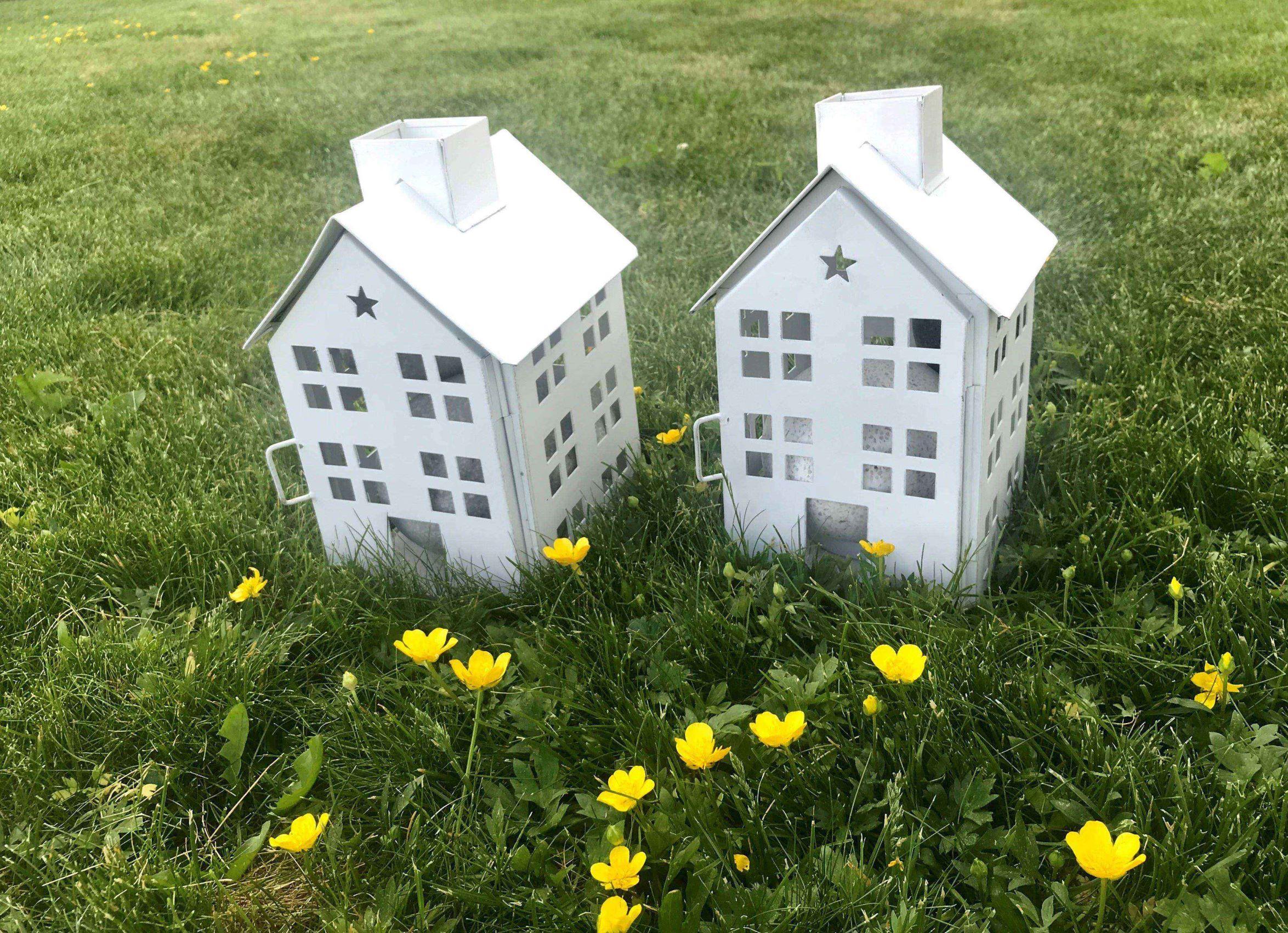 Lekehus på gresset